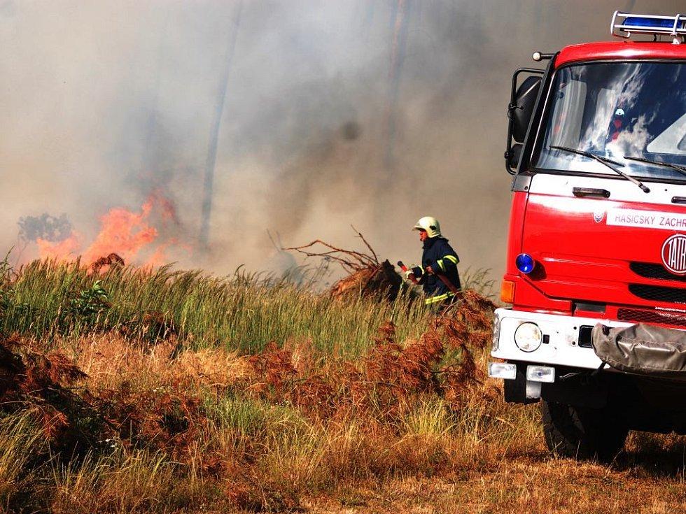 U Mělic hořel les