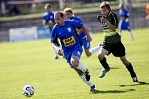 KANONÝR. Vyleští–li si do nedělního utkání v Dobříkově patřičně kopačky, mohl by Kamil Pecivál (FK Slovan) potvrdit svoji pověst kanonýra a být strůjcem úspěchu svého týmu. Nechme se překvapit.
