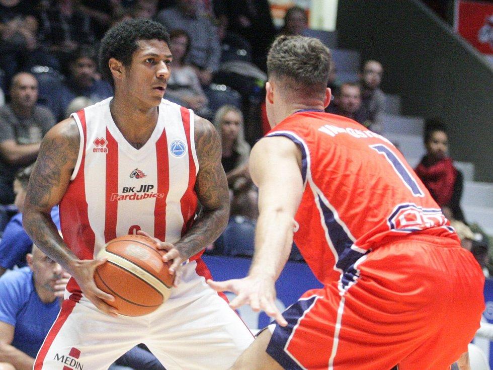 Basketbalové utkání FIBA Europe Cupu: BK JIP Pardubice a New Heroes Den Bosch.