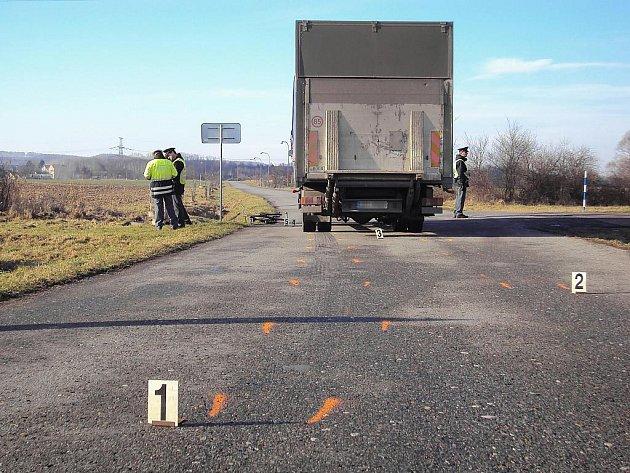 Střet s nákladním vozidlem nepřežil 78letý cyklista