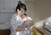 ELLLIOT ZDENĚK KAYAMBA NGANDU. Narodil se 17. ledna v 16.29 hodin Barboře a Joeloviz Pardubic. Měřil 52 centimetrů a vážil 3980 gramů. Má třiapůlletou sestru Alici.