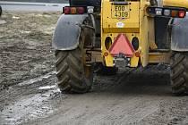 Přes Rokytno jezdí mnoho kamionů. Ještě větší nárůst dopravy místní pozorují od zahájení stavby dálnice D35, kdy přibyla zejména nákladními auta navážející materiál.