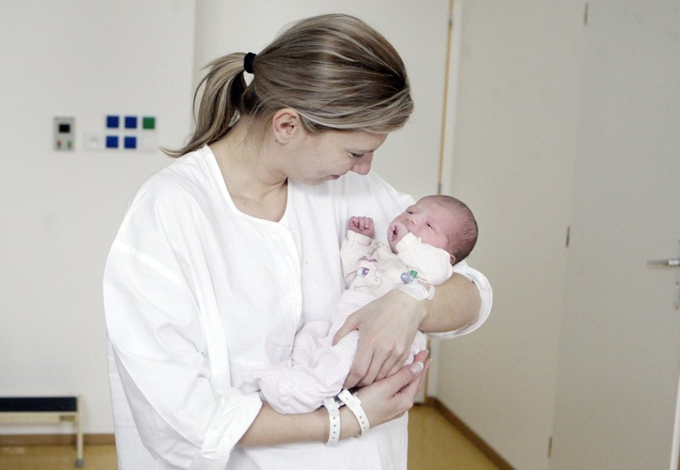ANNA MORÁVKOVÁ se narodila  17. března v 5 hodin a 13 minut. Vážila 3280 gramů a měřila 50 centimetrů. Maminku Kateřinu podpořil při porodu tatínek Jan. Rodina bydlí v Chocni. Doma čeká na malou Aničku  pětiletá Katka a čtyřroční Barča.