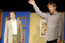 V brilantní komedii A do pyžam!, která si neklade jiný cíl, než pobavit diváka, se představilo pražské Divadlo Palace.