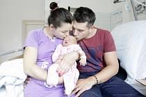 ANEŽKA VOSÁHLOVÁ se narodila 23. července v 16 hodin a 30 minut. Měřila 49 centimetrů a vážila 3600 gramů. Rodina bydlí v Pardubicích a doma na maminku Anetu a malou Anežku  netrpělivě čekají tatínek Ondra a tříletý bráška Adámek.