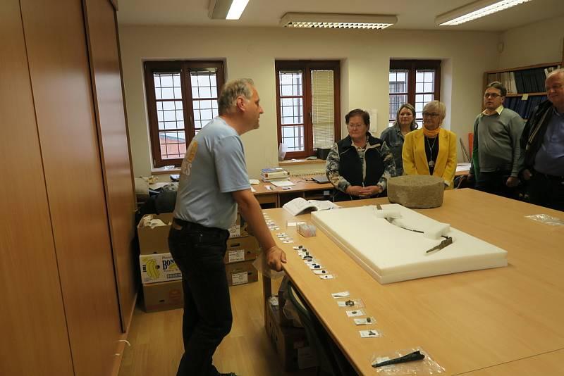 Nález meče na keltském oppidu u Nasavrk archeology překvapil.