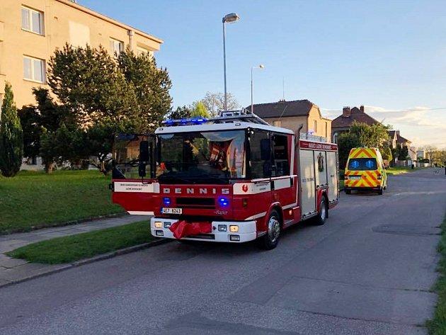Po otevření bytu nalezli hasiči pouze už mrtvou osobu.