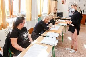 Krajské volby 2020 na ZŠ Bratranců Veverkových.