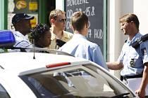 Ve směnárně ve Sladkovského ulici zadrželi stoeurovou bankovku. Přinést ji měli dva nigerijští majitelé