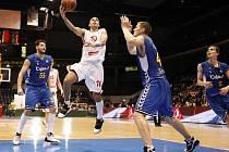 Evropský pohár ULEB: Český basketbalový mistr podlehl v pardubické ČEZ Areně Seville 77:93.