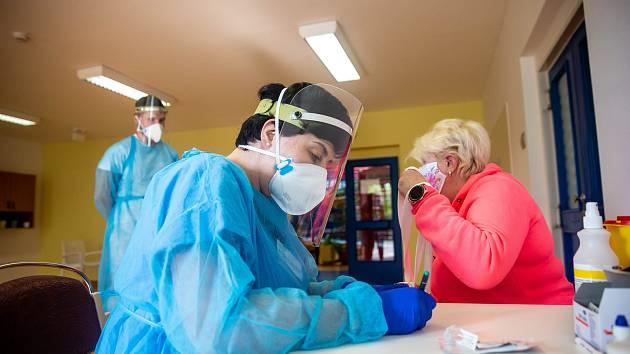 Koronavirus v kraji: za poslední týden přibylo 25 případů