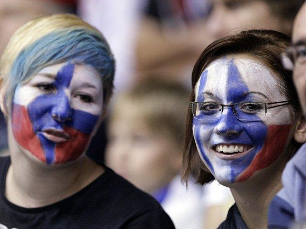 Fanoušci podporovali v národních barvách