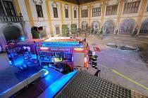 Do hudebního klubu v Zámku Cholticích se v úterý 5. října ve večerních hodinách sjely hasiči. Plameny pohltily místnost s kapacitou 265 osob. Na místo se sjelo celkem 9 jednotek požární ochrany.