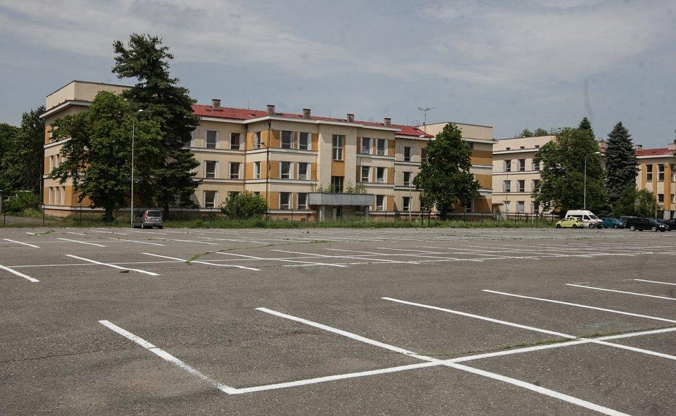 Záchytné parkoviště v prostorách bývalých kasáren TG Masaryka.