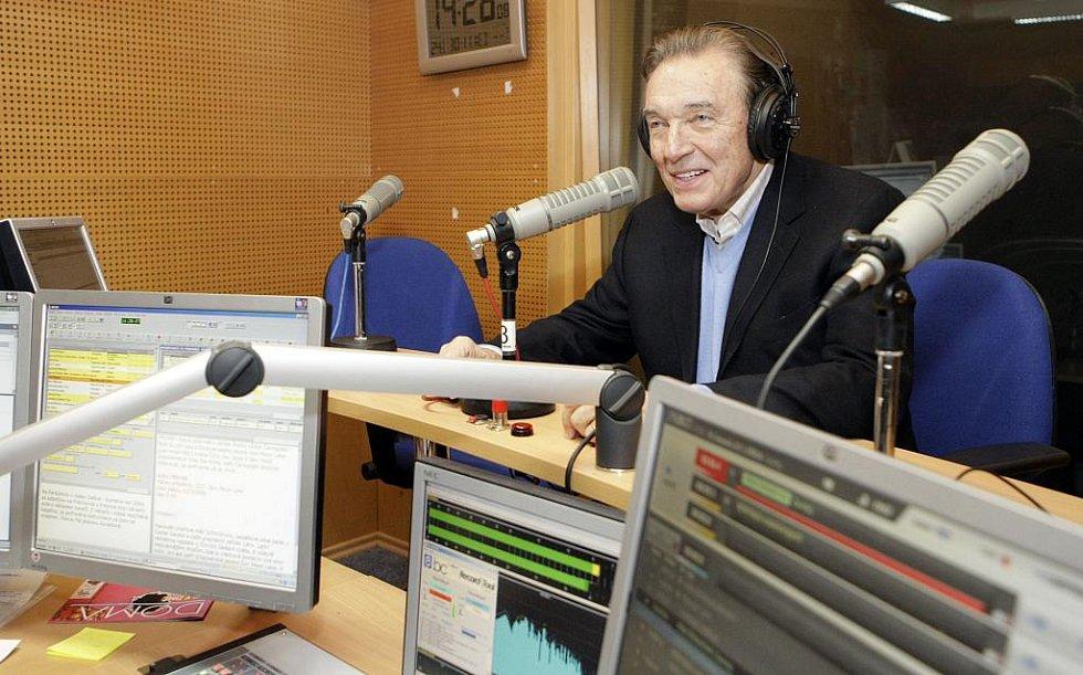 Sedmatřicetinásobný Slavík Karel Gott byl hostem živého vysílání Českého rozhlasu Pardubice.