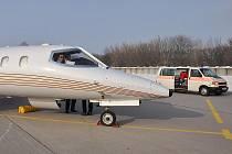 Learjet 35A přivezl do Pardubic nemocnou pacientku z Dominikánské republiky.