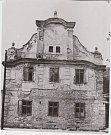 Vlašský dům. Jeden z nejkrásnějších raně barokních venkovských domů v regionu před svým zbořením v roce 1968. Tento dům se nepodařilo obci zachránit nejprve nesouhlasil s opravou původní majitel a poté se nepodařilo přesvědčit představitele Jednoty pro za