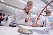 Žáci 9. tříd změřili své síly během regionálního finále soutěže Mladý chemik ve Střední průmyslové škole chemické v Pardubicích. Nejlepší postoupí do finále, které v červnu pořádá Fakulta chemicko-technologická Univerzity Pardubice.