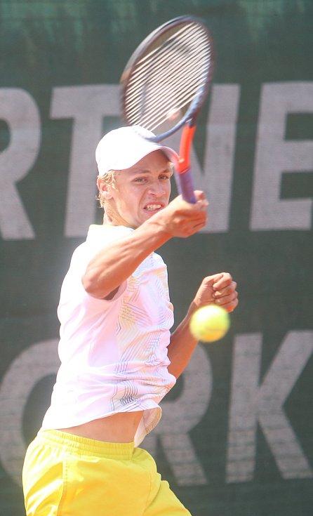 Vítěz 92. ročníku Pardubické juniorky Jonáš Forejtek.