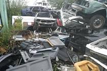 Podnikatel dostal pokutu 110 tisíc korun za skladování autovraků mimo určené plochy.