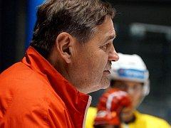Břetislav Kopřiva povede tým HC Dynamo Pardubice. Vystřídá Miloše Holaně.