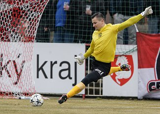 Brankář Milan Knobloch (FK Pardubice).