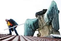 Měření sochy Genia