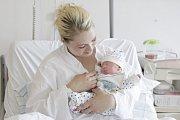 DOMINIK LAGRON se narodil 11. května v 17 hodin a 34 minut. Měřil 48 centimetrů a vážil 3050 gramů. Maminku Renatu u porodu podpořil tatínek Martin, doma v Pardubicích na ně čeká Tereza (2,5 roku).