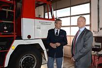 Ministr vnitra Milan Chovanec na návštěvě holické hasičské stanice.