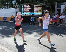 Český reprezentant Lukáš Gdula (vlevo) při berlínském závodu ME na 50 kilometrů v chůzi.