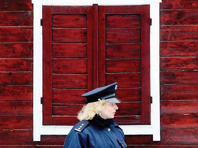 Chatové osady v zimě pravidelně kontrolují policisté. Když je chata v pořádku, nalepí na ni leták oznamující, že byla v daném termínu zkontrolována a nenese známky vloupání.