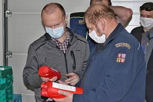 Hejtman Pardubického kraje Martin Netolický s krajským starostou dobrovolných hasičů Josefem Bidmonem.