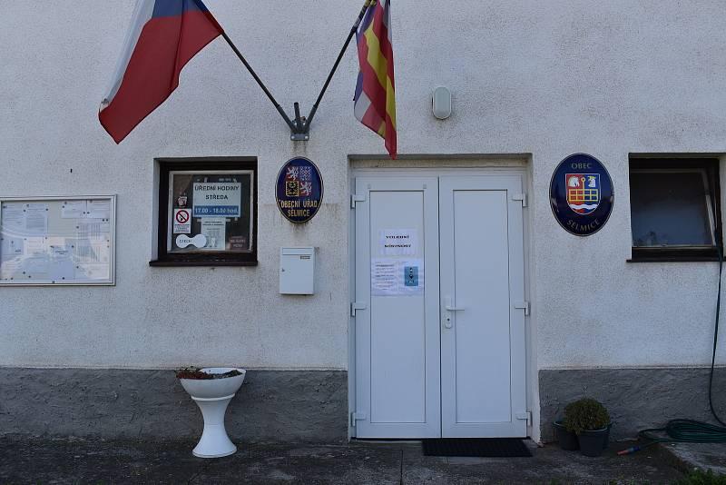 Obec Selmice má letos 103 voličů.