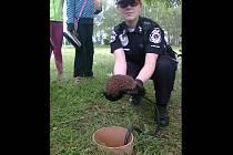 Zachráněný ježek nakonec vyrazil na další cesty