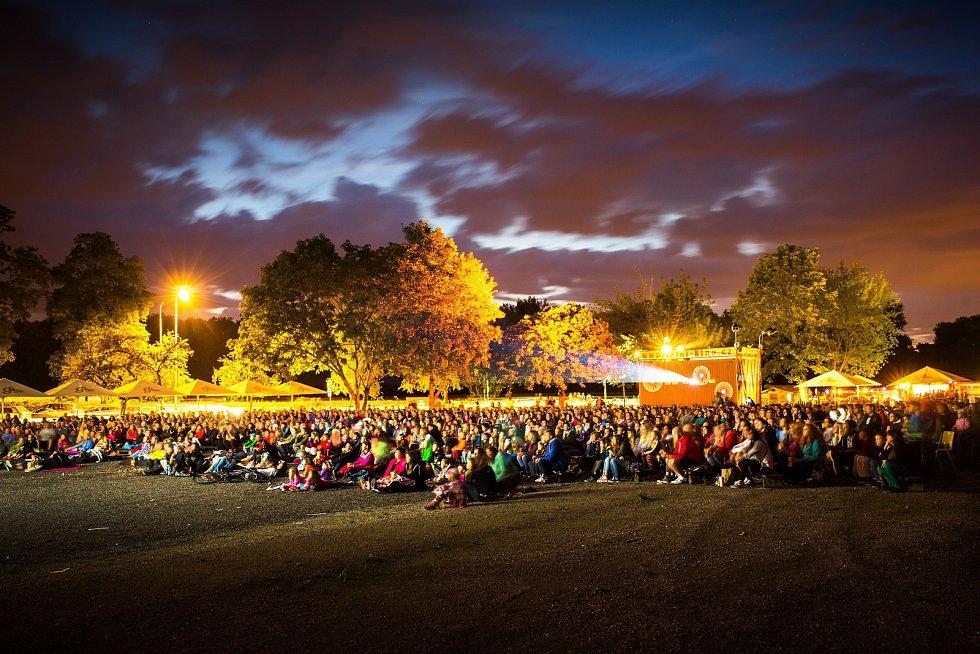 Pardubické letní kino podle odhadu organizátorů během prázdnin navštívilo asi 60 tisíc lidí.