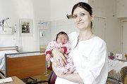 JANA DANIELYAN se narodila 8. srpna ve 13 hodin a 46 minut. Měřila 52 centimetrů a vážila 3760 gramů. Maminku Lilit podpořil u porodu tatínek Andrej. Bydlí v Pardubicích a doma na ně čeká šestiletý Daniel.