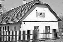 Kovář Václav Veverka se narodil v Rybitví u Pardubic 10. 12. 1790. Jeho vylepšený pluh usnadnil práci mnoha zemědělcům.