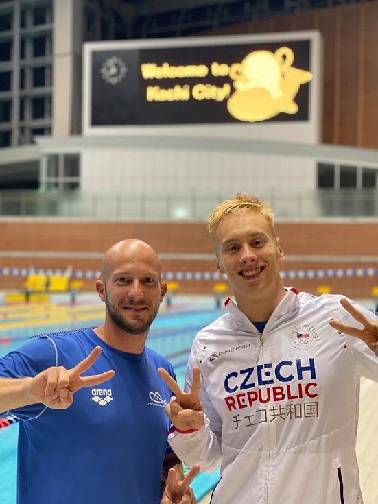 Jan Čejka (vpravo) s trenérem Martinem Kratochvílem.