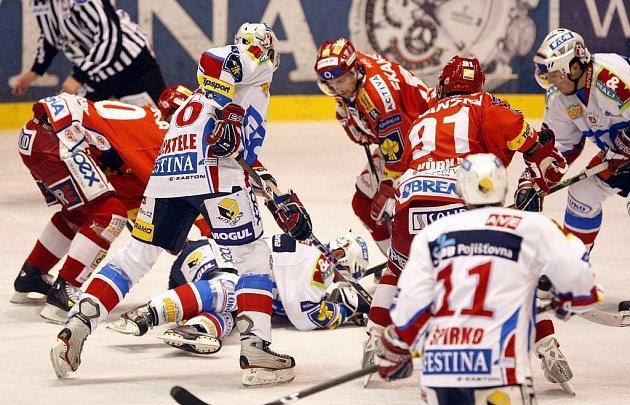 MOMENTKY z pátečního utkání Pardubice - Slavia