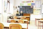 Nařízení vlády - kvůli koronaviru jsou zavřené školy a zrušené hromadné akce nad 100 osob.