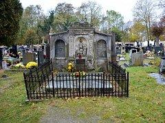 Hrobka spisovatele Jaromíra Johna