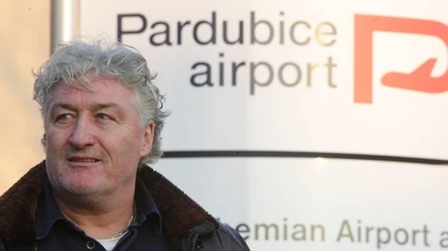 Miloš Říha přiletěl z Petrohradu přímou linkou do Pardubic