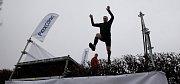 Běžci se na sedmi kilometrech prali se čtyřiceti překážkami.