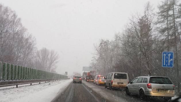 Kamiony na Pardubicku zablokovaly dvě silnice. Zdroj: Policie ČR