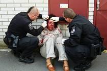 Žena, která se v Lázních Bohdanči zranila při pádu na chodník, byla opilá