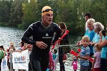 1 Jan Rejda působí jako trenér české reprezentace a kapitán pardubického týmu podvodního ragby, které s oblibou nazývá podvodní famfrpál.