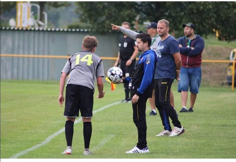 Tomáš Flachs (vzadu) už jako asistent.