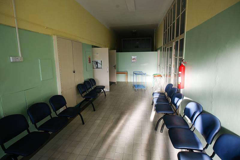 Odběrové místo na testování Covid-19 v pardubické Krajské nemocnici.
