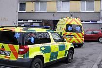 Záchranná služba těžce zraněnou ženu z místa odvezla do hradecké fakultní nemocnice.