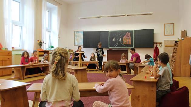 Styl výuky je na waldorfské škole jiný, děti se učí vnímat.